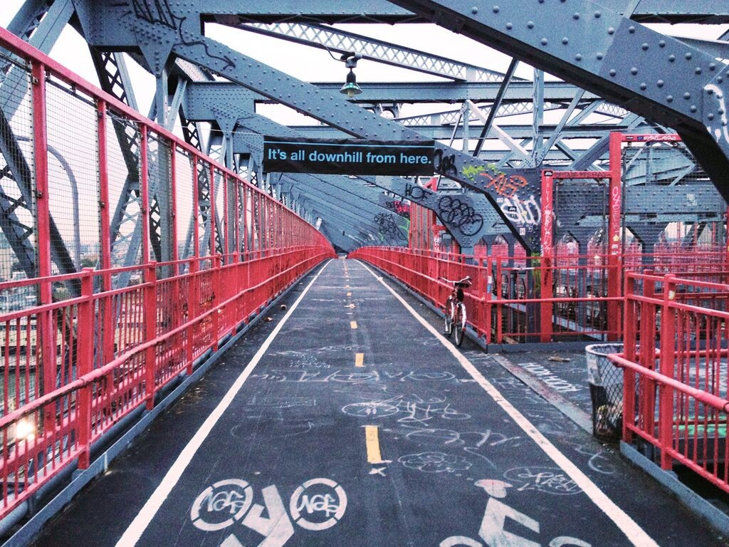 Sascha Mombartz piece on Williamsburg Bridge